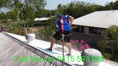roof-cleaning-in-harness
